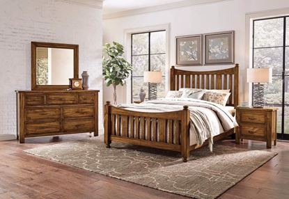 Maple Road Slat Poster Bedroom in an Antique Amish finish